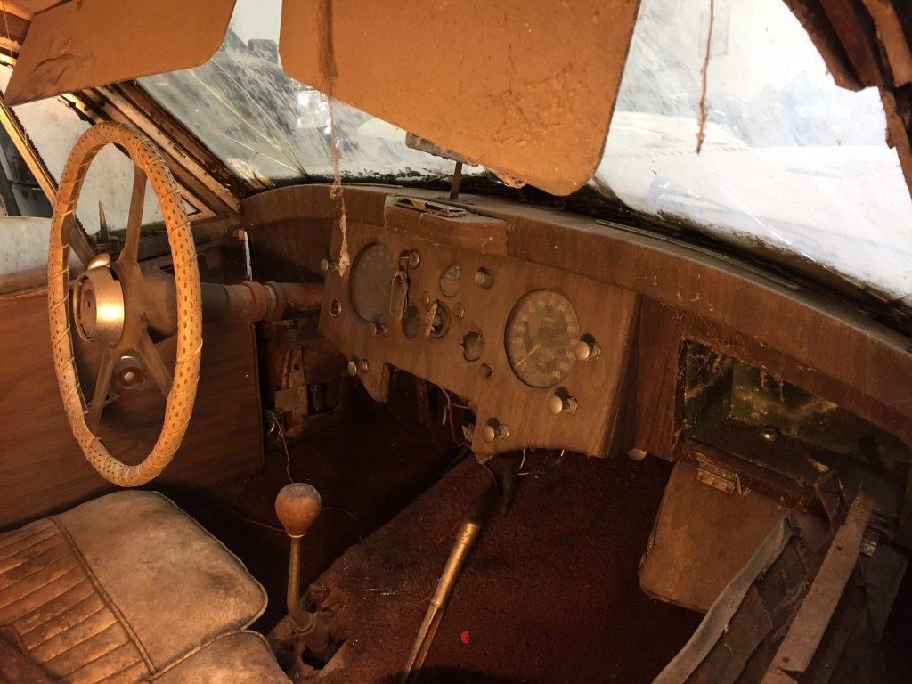 Classic british 1952 Jaguar XK restoration project