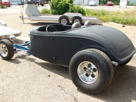 Fiberglass body 1933 Ford project for sale