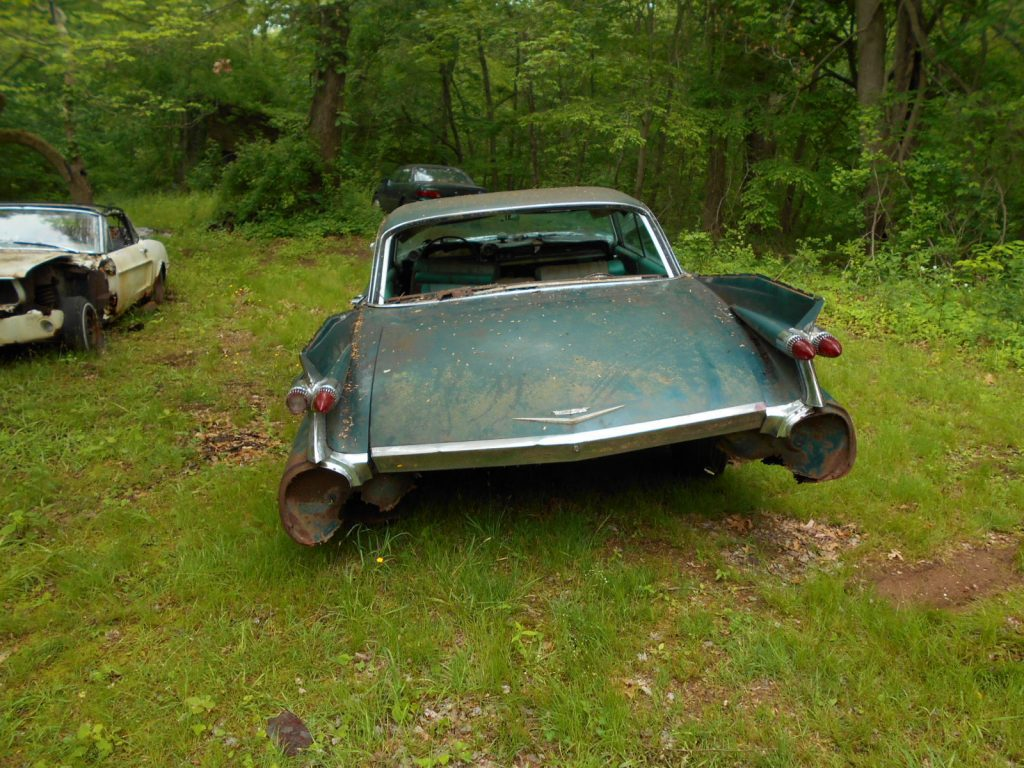 Needs total frame off 1959 Cadillac Deville Coupe project