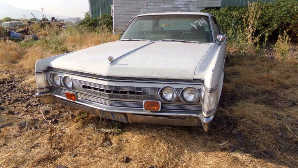 luxury 1967 Chrysler Imperial Crown project