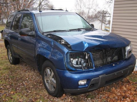 damaged 2005 Chevrolet Trail Blazer LT 4×4 project for sale
