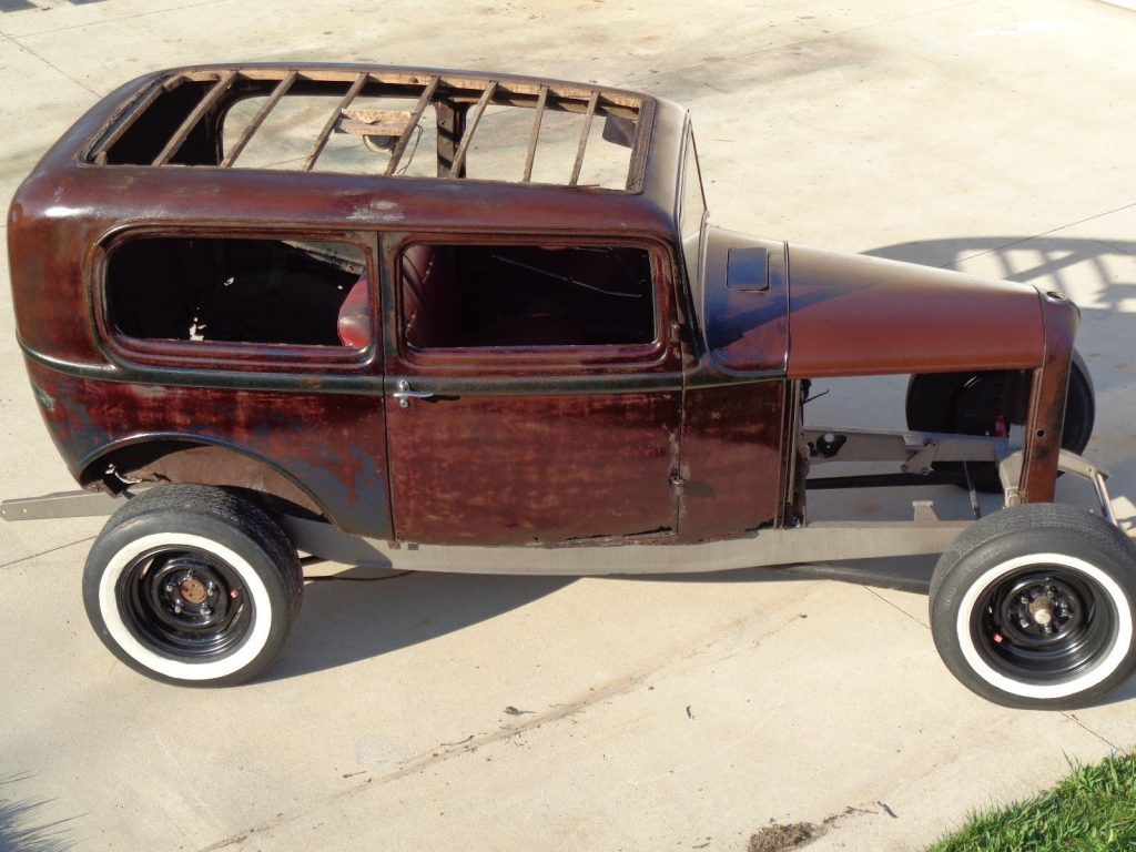 nice patina 1932 Ford sedan project