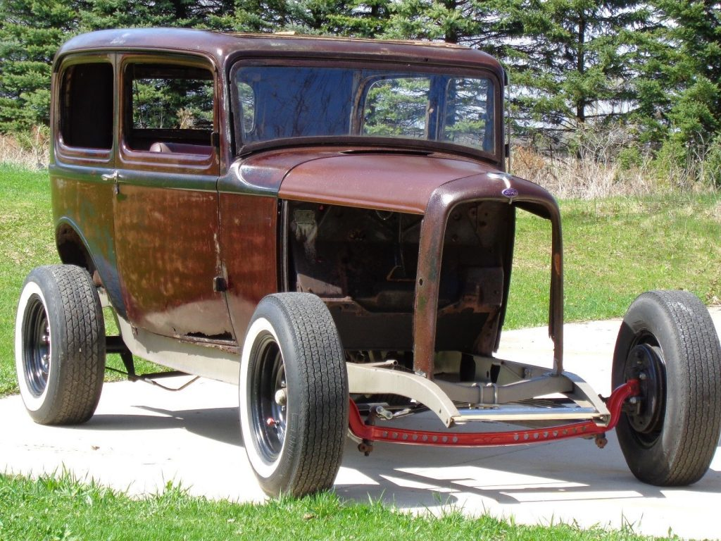 nice patina 1932 Ford sedan project