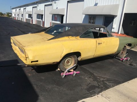 little rust 1970 Dodge Charger project for sale